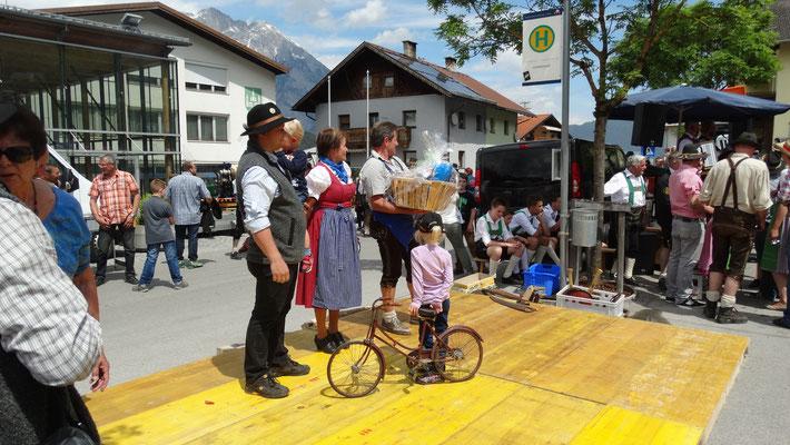 älteste Fahrzeug( Lara mit Kinderrad) ,weiteste Anreise aus Südtirol