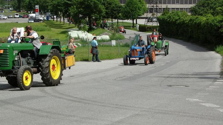 Teilnehmer der Traktorrundfahrt