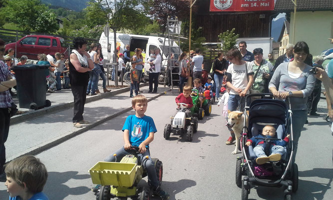 Freuen uns schon auf die nächste Kinder Tretttraktoren Parade!