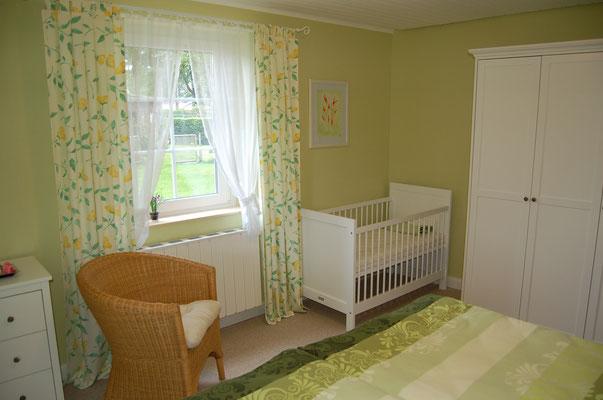 Baby/ Kinderbett auf Wunsch zustellbar