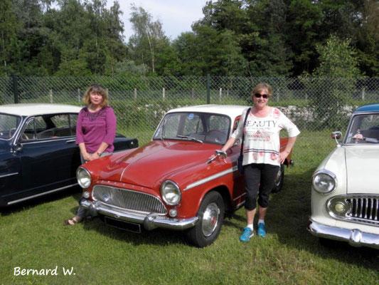 Les filles préfèrent la voiture rouge!