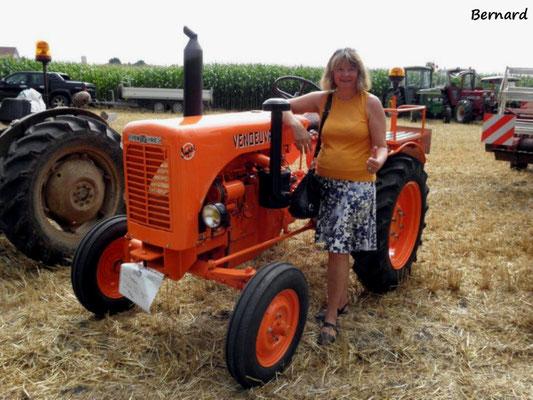 La pin-up (amateur) préfère les tracteurs