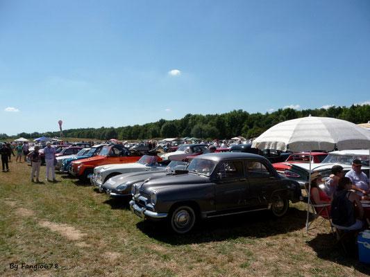 Parmi les 600 voitures, une autre Simca