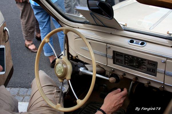 Peugeot 203 1951 petite lunette( tableau de bord)