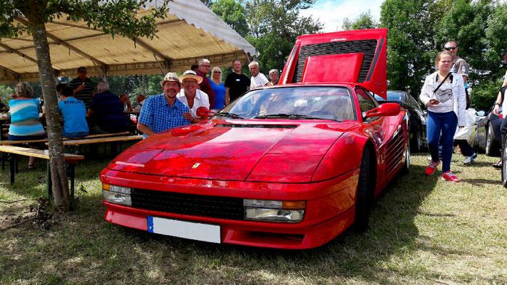 une Simca très rapide, ça s'appelle une Ferrari!