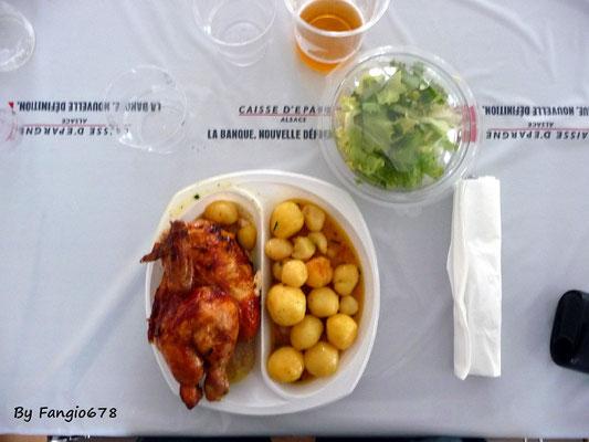 Le menu du jour: poulet, PdT et salade