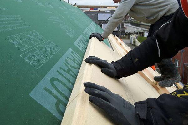 Dachsanierung mit Aufsparrendämmung aus Holzfaser