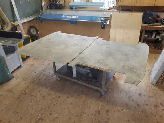 Zweiteilige Bodenplatte mit Vergrauungs- und Hardwachsöl behandelt.