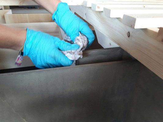 Oberflächenbehandlung auf Leinölbasis.