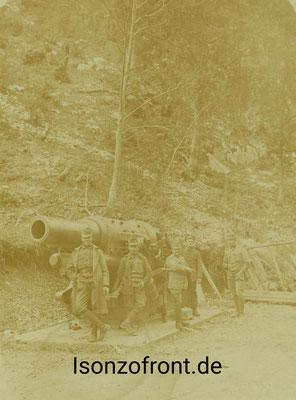 Österreich-Ungarischer 30,5 cm Mörser in Stellung an der Straße Lager Pustina - Flitsch/Bovec am 26.10.1917. Sammlung Isonzofront.de