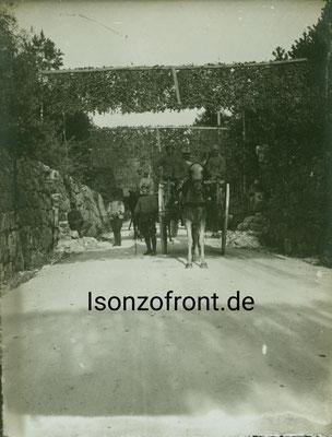 Ein italienisches Gespann auf der Straße bei Flitsch/Bovec. Sammlung Isonzofront.de