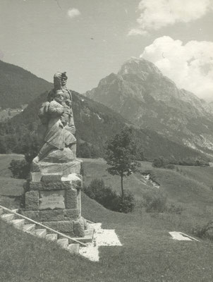 Das Denkmal auf einer Postkarte aus den 1960er Jahren. Sammlung Isonzofront.de