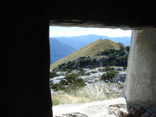 Blick aus der Schießscharte in Richtung Cukla Gipfel.