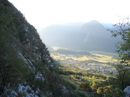 Blick nach Bovec während des Aufstiegs.