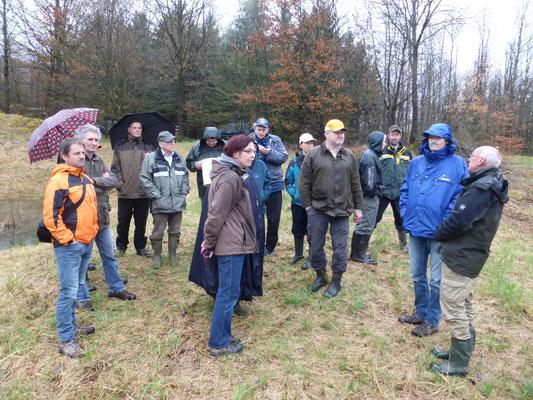 Martin Hochstein erläutert seine Biotoppflegemaßnahmen.