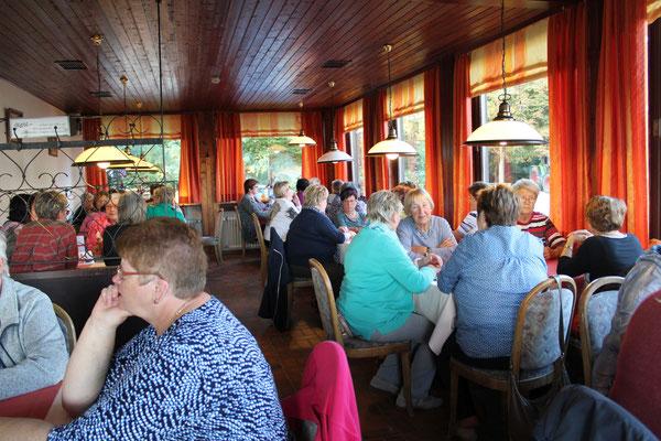 Gemeinsames Abendessen, Waldschenke Juhöhe