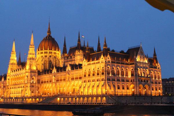 Nachtfahrt durch Budapest