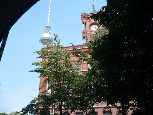 ... am roten Rathaus