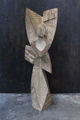 Reine, pièce majeure, 2016, oachred Iroko, 139 x 45 x 44 cm <br> © Mathilde de Torhout