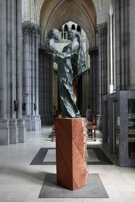 La paix soit avec toi, 2018, bronze and wood, 450 x 111 x 70 cm, cathédrale Notre-Dame de la Treille, Lille