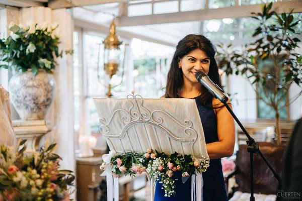 Hochzeitsrednerin Peri