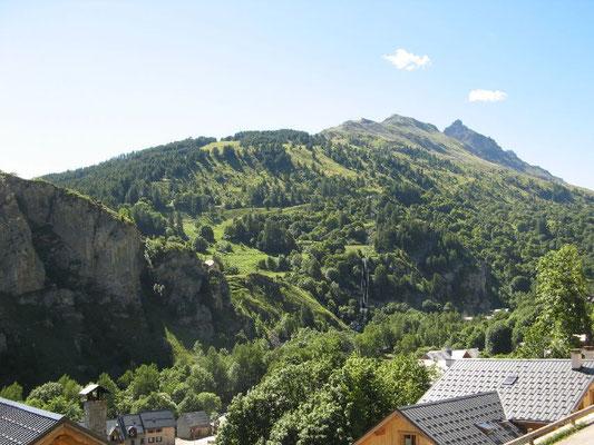 Vue dégagée sur le massif de la Sétaz