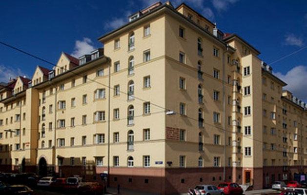 "Her i ""Davidhof"", i Wiens 16. distrikt 'Ottakring', boede min mormors familie"