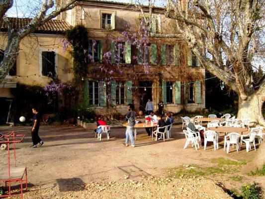 """Longo maï"" - gård med tilsluttet café i Mas de Granier i Provence i 2014"