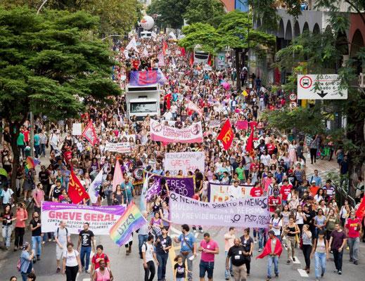 LGBT demo - blok fra det trotskistiske 'Partido Socialista dos Trabalhadores Unificado' -  PSTU