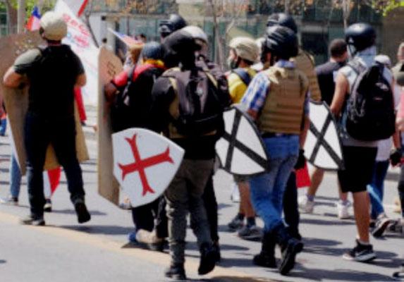 Pinochet-tilhængere og andre fascistiske grupperinger demonstrerer i Santiago under parolen Rechazo, som betyder afvisning af en ny forfatning