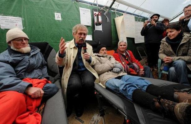 Den kendte bondeleder Jose Bove støtter modstanden mod d'aéroport Notre Dame