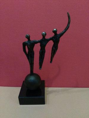 """""""Zusammen wachsen"""", Marmorsockel, bronziert,  Höhe: ca. 17cm, 99,-€*"""