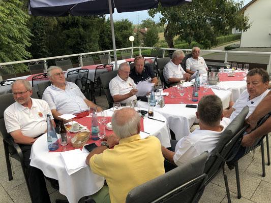 Abends Grillbuffet auf der Hebelhof-Terrasse