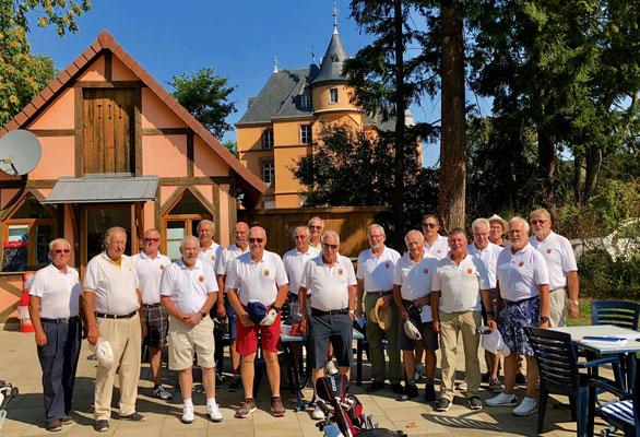 Gruppenfoto vor dem Start auf dem Schlossplatz in Hombourg.