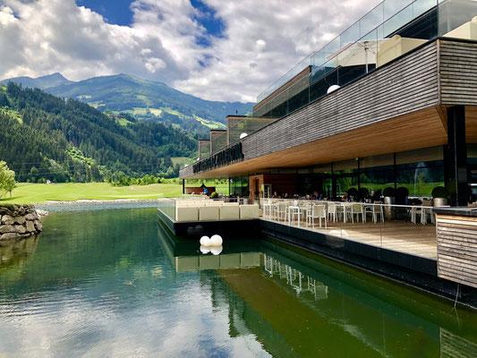 Beeindruckendes Clubhaus und Sportzentrum Zillertal