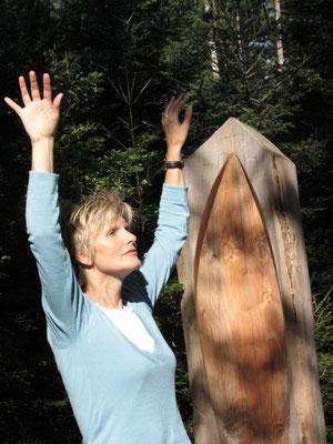 Christel Storch bei meditativen Übungen