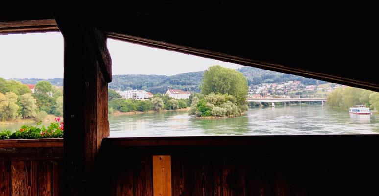 Auf der alten Holzbrücke