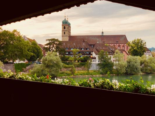 Blick auf Hotel und St. Fridolinsmünster