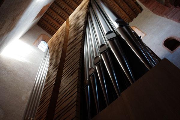 In der Klosterkirche in Alpirsbach steht eines der spektakulärsten Instrumente Deutschlands: Die Winterhalter-Orgel in der Klosterkirche kann auf Luftkissen durch das Kirchenschiff schweben.