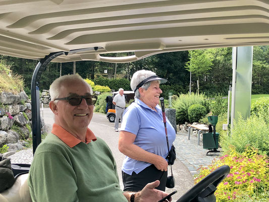 Jochen Ammer im Cart, kann leider nicht golfen.