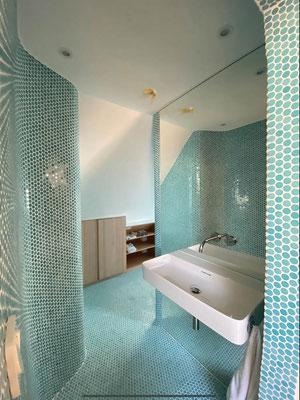 Badezimmer komplett neu .Sanitärarbeiten , Heizung , Fliesenleger , Trockenbauer , wo vorher kein Badezimmer war .