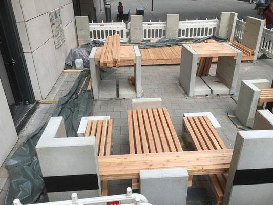 MADEJA e.k. Außenanlage Lounge aus Betonfertigteilen und Holz