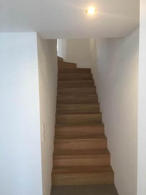 Treppensanierung MADEJA e.K. komplett neuer Treppenaufgang gemauert ,  Treppe mit extra selbstgefertigten Betonstufen.