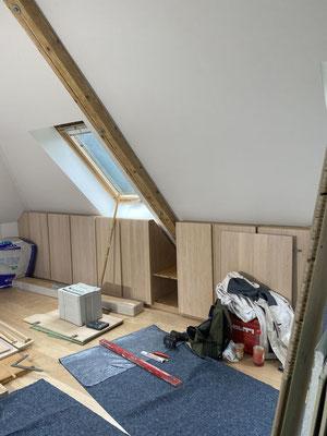 MADEJA e.K. Einbaumöbel aus Holz und weiße glattgespachtelte Wände