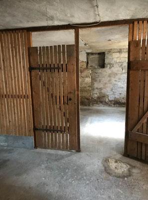 MADEJA e.k. Kellerräume mit alter Verlattung und Schimmel vor der Schimmelsanierung