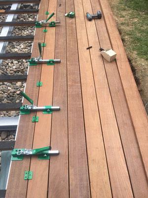 MADEJA e.K. Terrasse Unterkonstruktion aus Metall Belag Holz IPE
