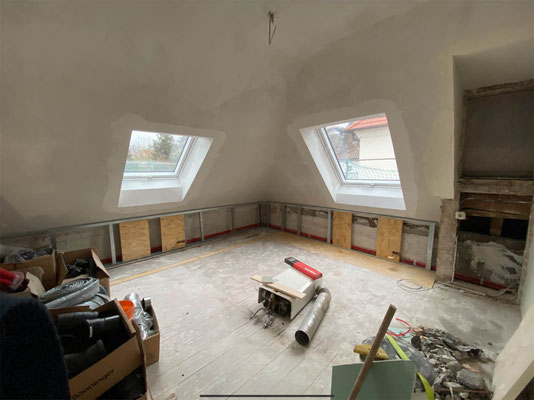 Dachflächenfenstereinbau von Velux bei einer Kernsanierung MADEJA e.K.
