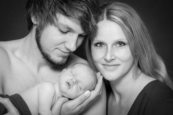 Babyfotograf Ahrensburg,  Babyfotos und Babyfotografie Ahrensburg, Neugeborenenshooting Ahrensburg professionelle Babybilder.