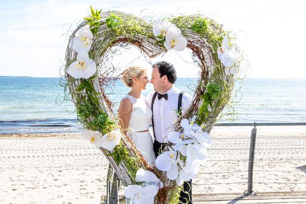 Strandhochzeit Ostsee, Strandhochzeit Timmendorfer Strand, Strandhochzeit Scharbeutz, Hochzeit am Strand Hochzeitsbilder.