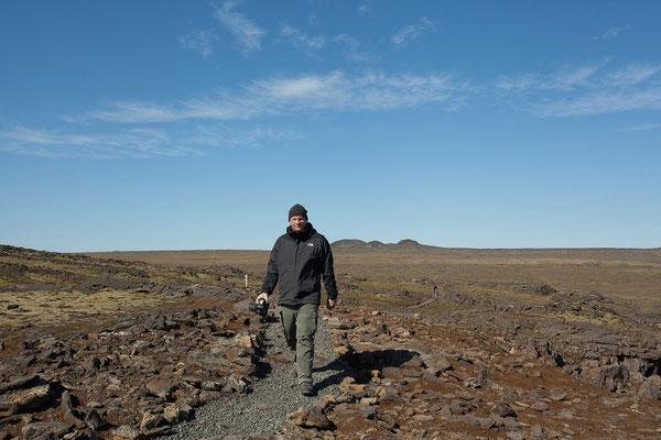 13.8. Ausflug in den Vulkan Þríhnúkagígur - Rückweg über das Lavafeld zum Bus